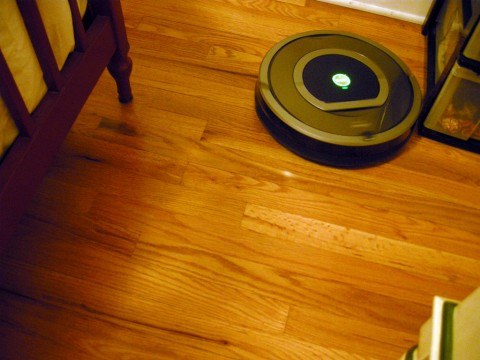 Roomba 780 Vacuuming Bedroom